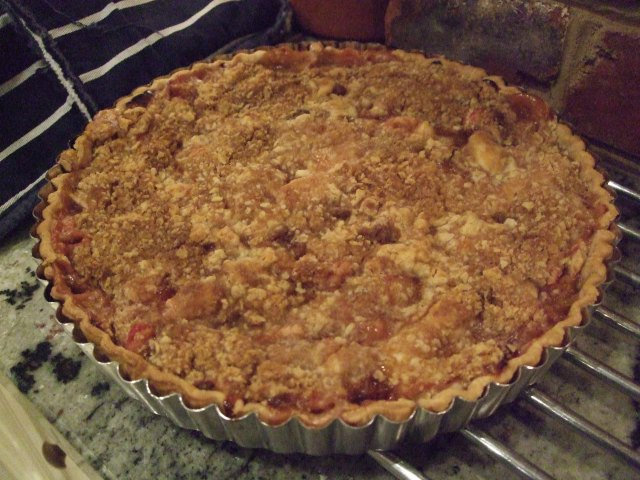 Rhubarb and sour cream crumble tart