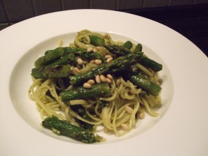 Griddled asparagus and pesto pasta